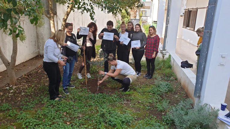 """SŠ Vela Luka se pridružila inicijativi """"Dani kolektivne sadnje drveća"""""""