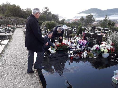 Položen vijenac na grob Olivera Dragojevića povodom njegova 72. rođendana