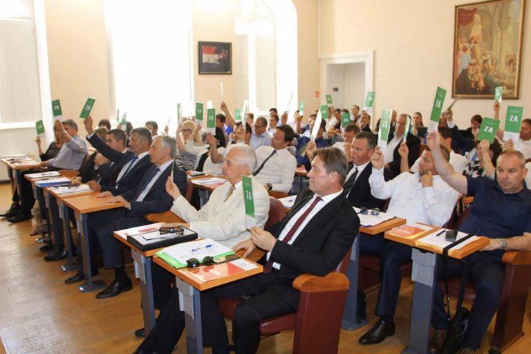 Članovi Kluba vijećnika vladajuće većine u Županijskoj skupštini donijeli su odluku o odricanju od vijećničkih naknada u korist borbe protiv koronavirusa