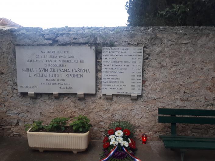 Načelnica i predsjednik Općinskog vijeća položili vijence na 76.godišnjicu oslobođenja Vele Luke od fašizma
