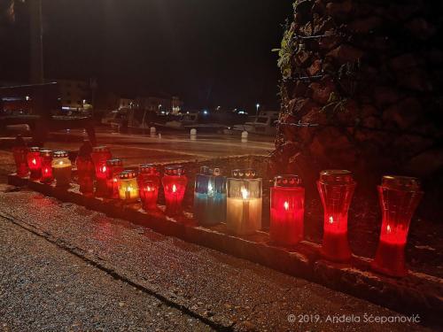 vela luka - paljenje svijeća za vukovar 3