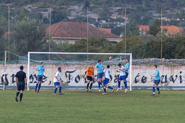 NK Hajduk 1932: Prva domaća pobjeda